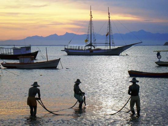 buzios , estatua tres pescadores